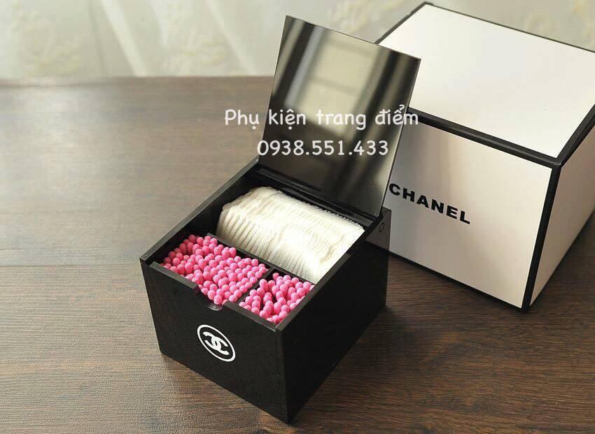 Hộp Chanel đựng bông tẩy trang và tăm bông
