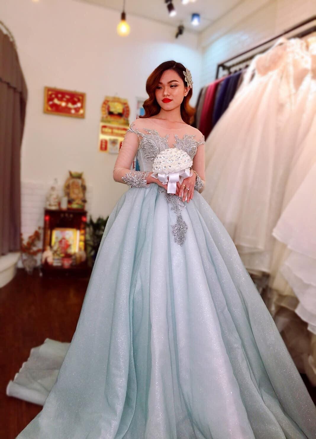 Váy cưới cổ điển quyến rủ
