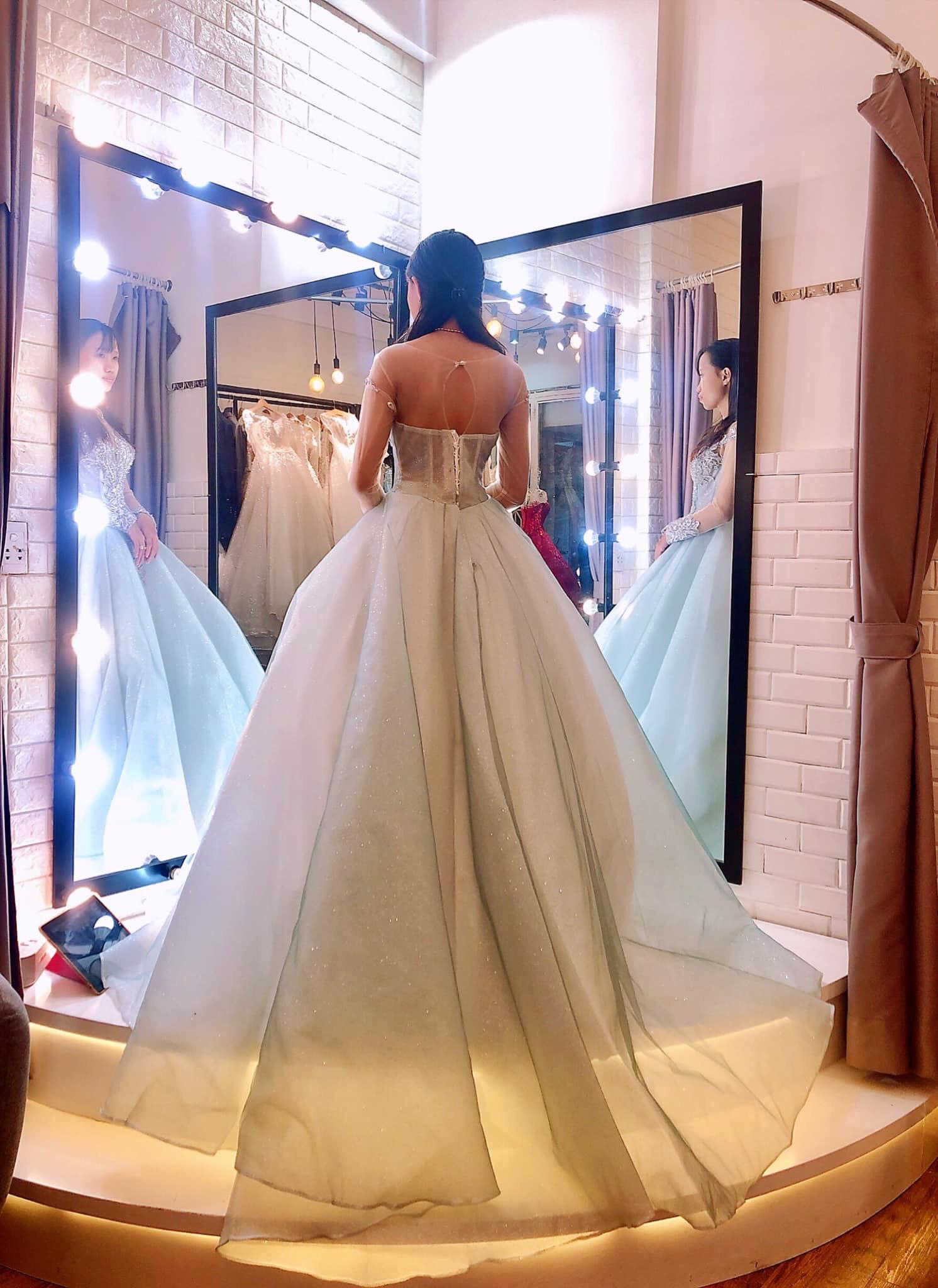 Váy cưới cổ điển quyến rũ