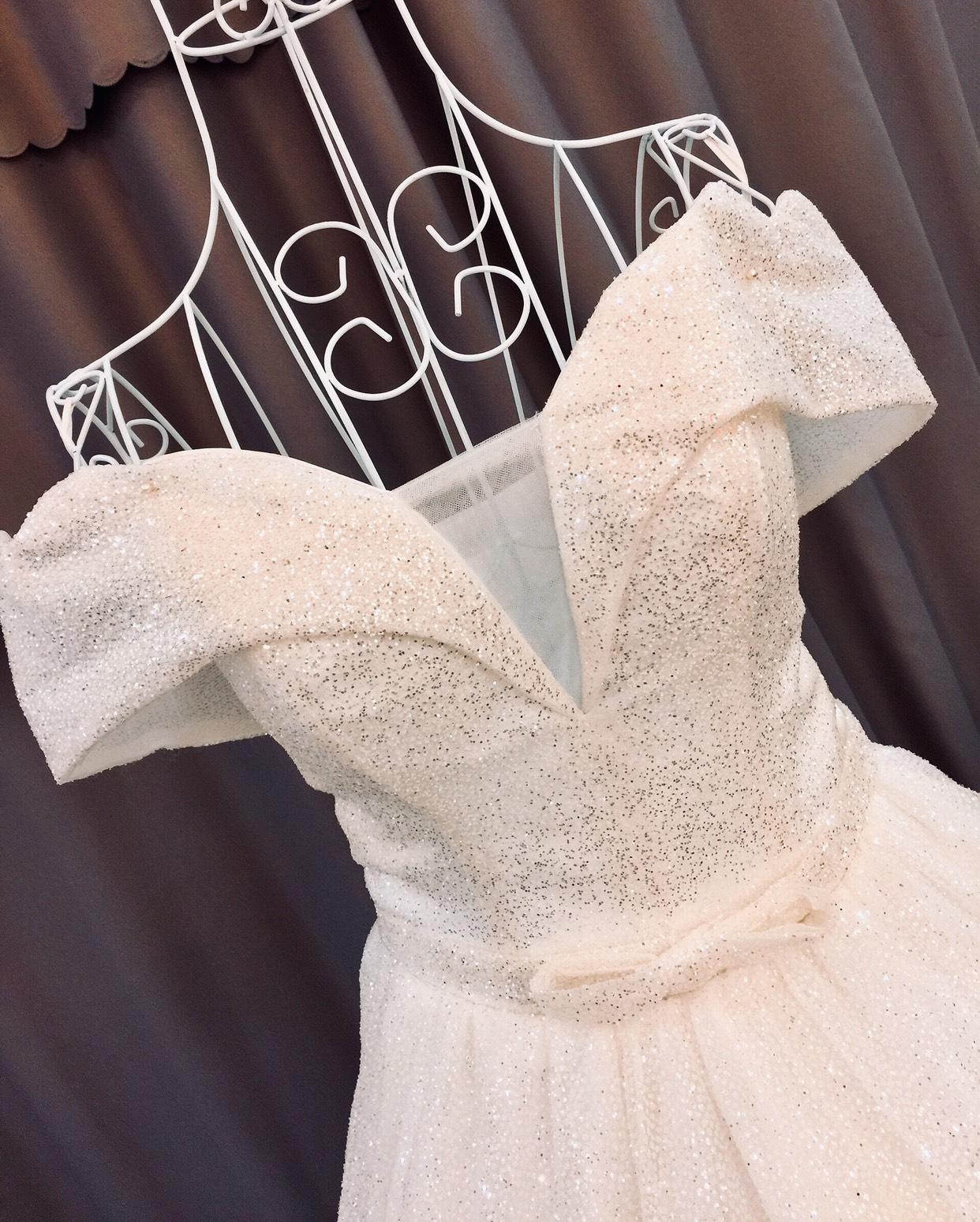 Váy cưới trễ vai cổ điển