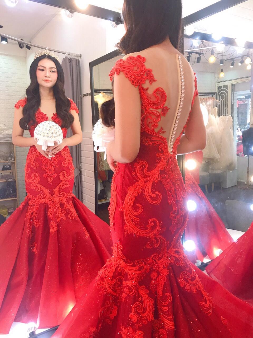 Váy cưới đuôi cá đỏ