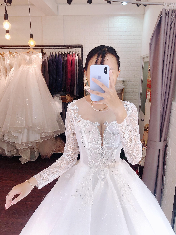 Váy cưới cổ điển tay dài