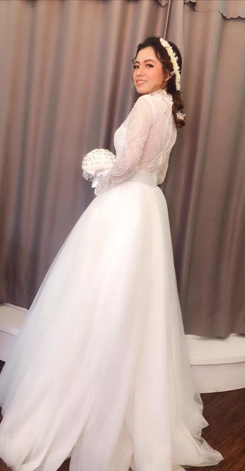 Váy cưới tay dài ren