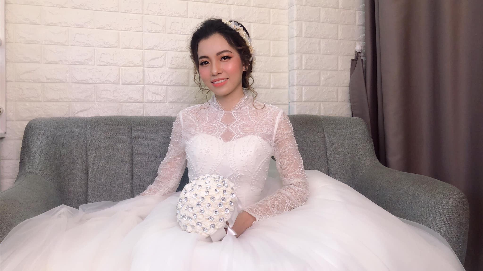 Váy cưới ren tay dài