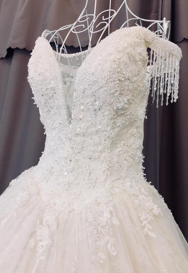 Váy cưới trễ vai hiện đại