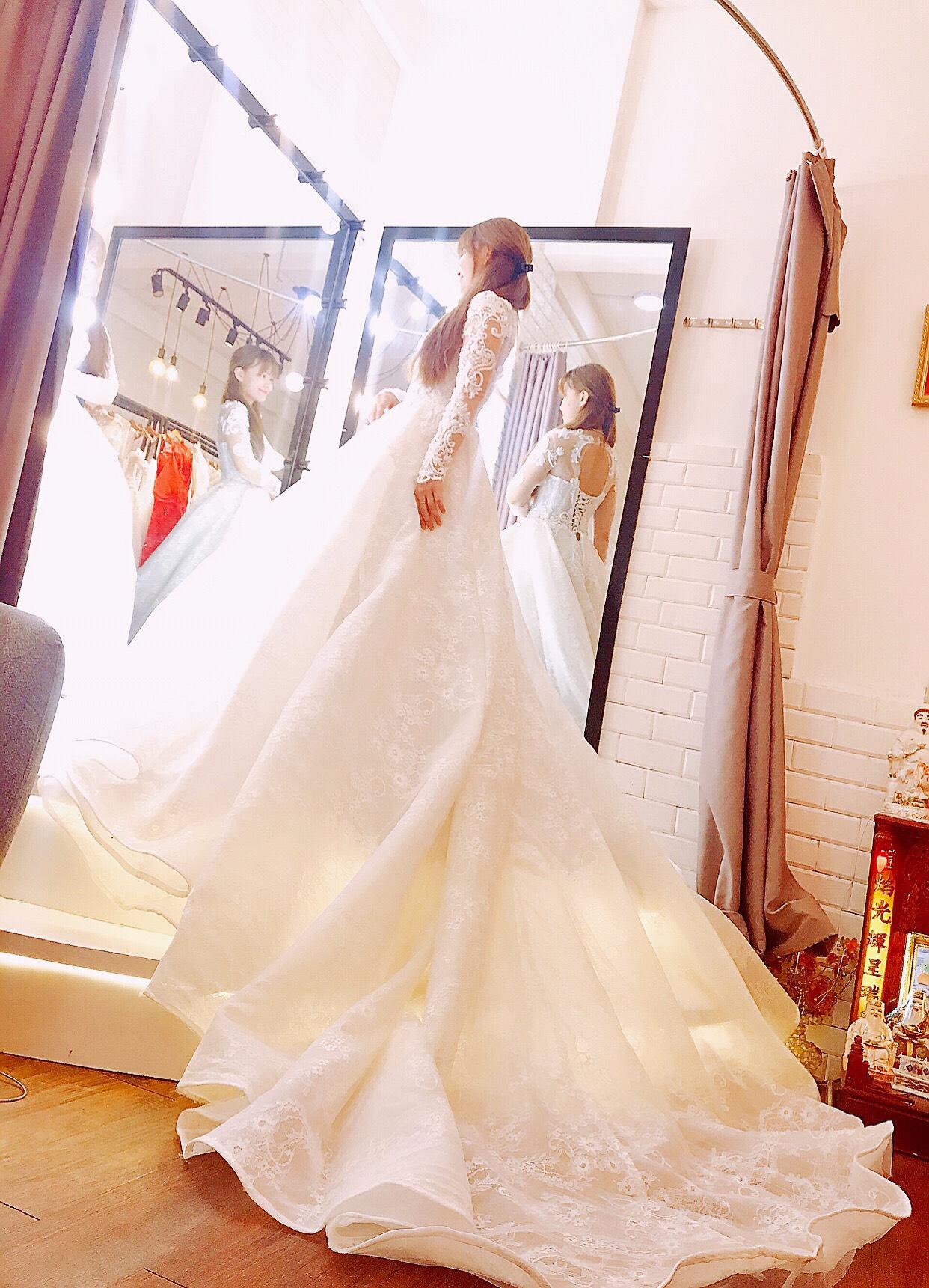 Váy cưới tay dài dáng xòe
