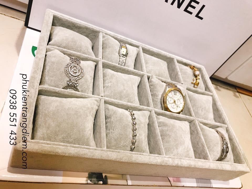 khay đựng đồng hồ trang sức vòng tay không nắp nhung xám 12 ngăn