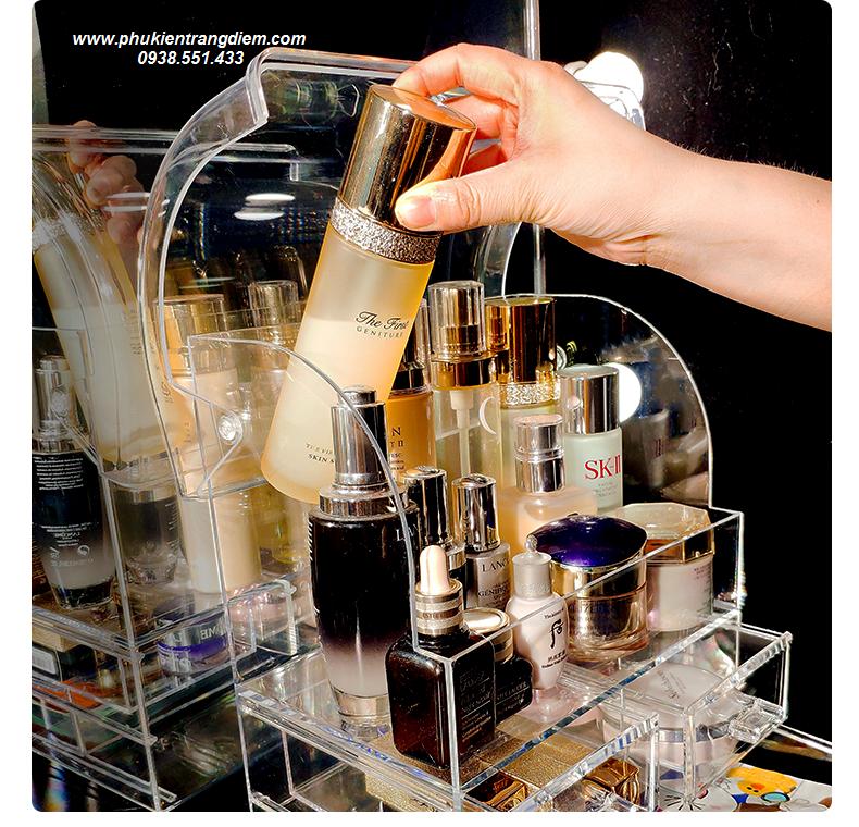 tủ kệ đựng mỹ phẩm nước hoa có nắp trong suốt